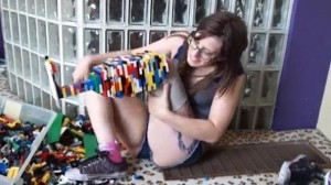 Amputee-builds-Lego-prosthetic-leg